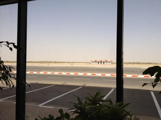 Safir Airport Hotel: view in front of the hotel