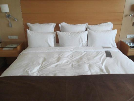 BAH Barcelona Airport Hotel: Comfy bed.....