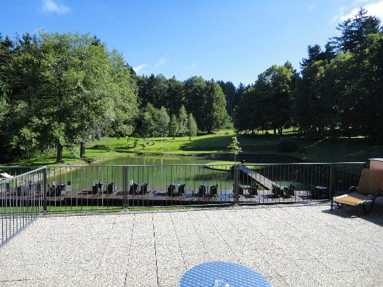 Resort Svata Katerina: Pond in the front of the building & restaurant