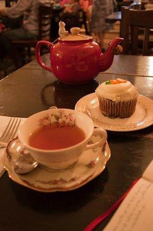 Alice's Tea Cup Chapter III: Cupcake de zanahoria y té