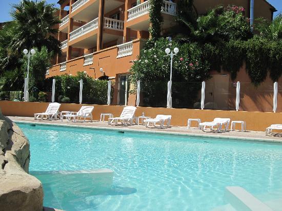 Lou Castelet Restaurant Residence Hoteliere: Particolare della piscina