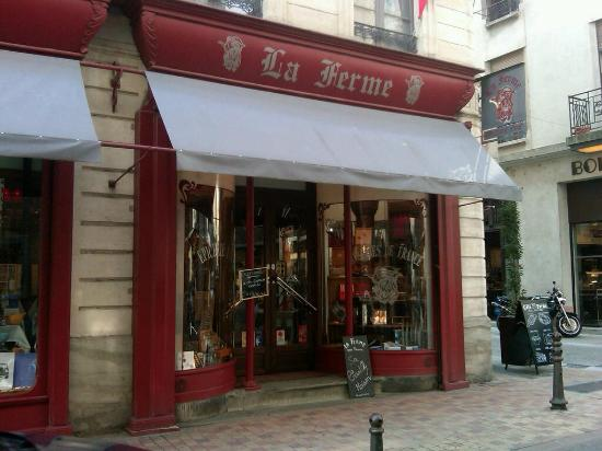 Cote Ferme: Be sure to do some shopping here