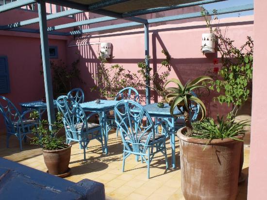 Hotel Les Matins Bleus: Terrasse. Où il fait bon de prendre son petit déjeuner.