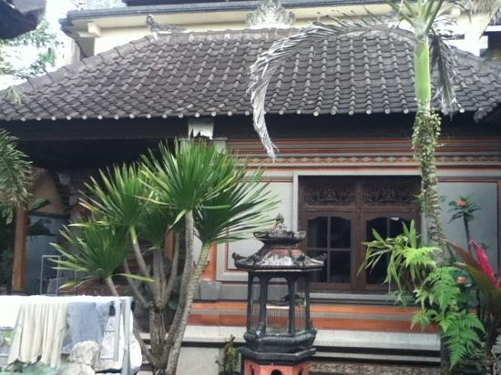 Dewi Antara Homestay: the nicer room of the home stay