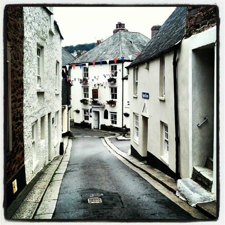 Looking down Fore Street to the Halfway House Inn