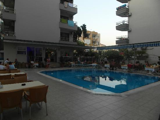 Kleopatra Life: Pool and restaurant