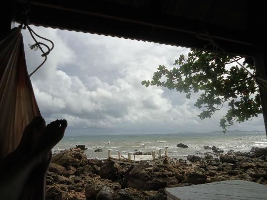 Koh Jum Oonlee Bungalows: Relaxing by the Beach