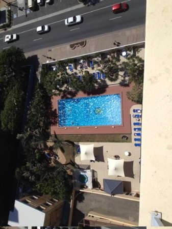 Chateau Beachside: pool from the 17th floor