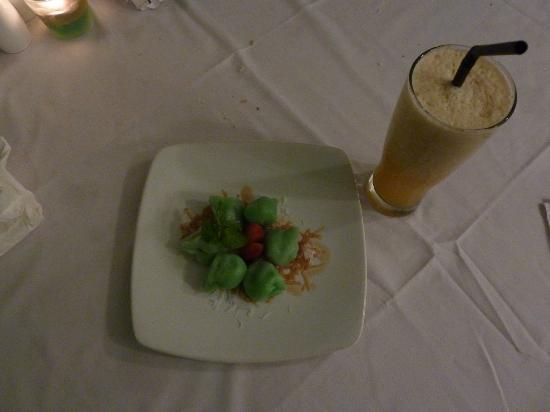 Sandbar: Klepon ( Balinesisches Dessert)
