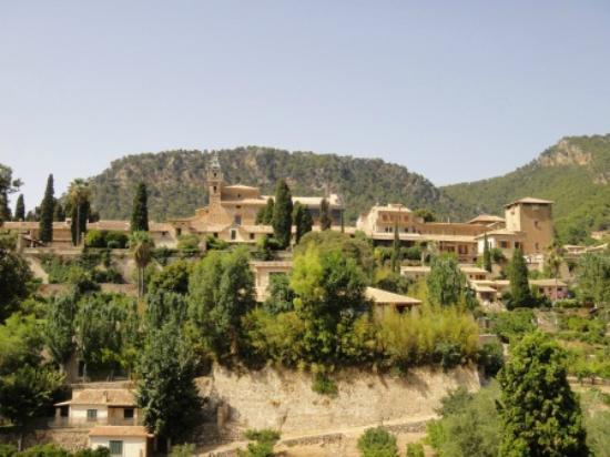 Valldemossa Hotel: Chartreuse depuis l'hôtel