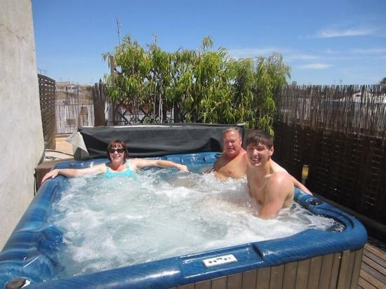 EME Catedral Hotel: hot tub in apartment