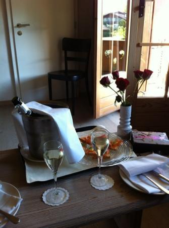 Hotel Arc-en-ciel: prosecco et petit canapes au saumon