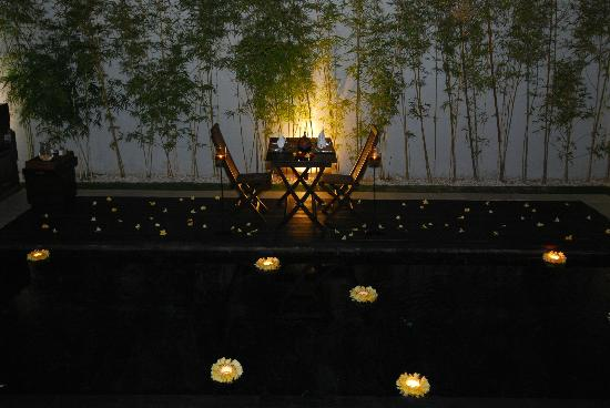 eqUILIBRIA SEMINYAK : The Romantic Candle-Light Dinner~