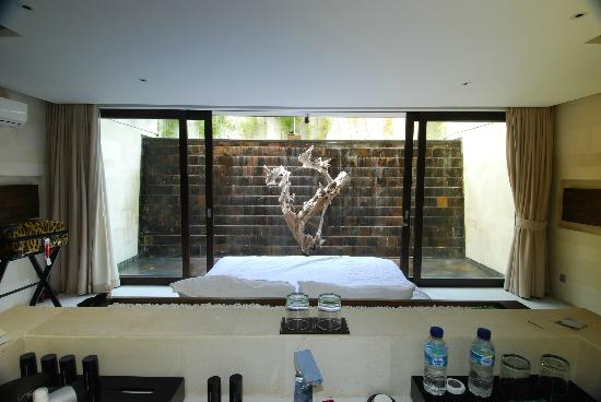 eqUILIBRIA SEMINYAK: The Waterfall.. Our Bedroom..