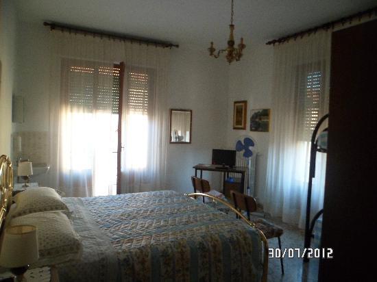 Hotel Chenno: une des chambres