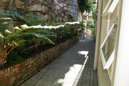 Cape Cadogan: entrance to room