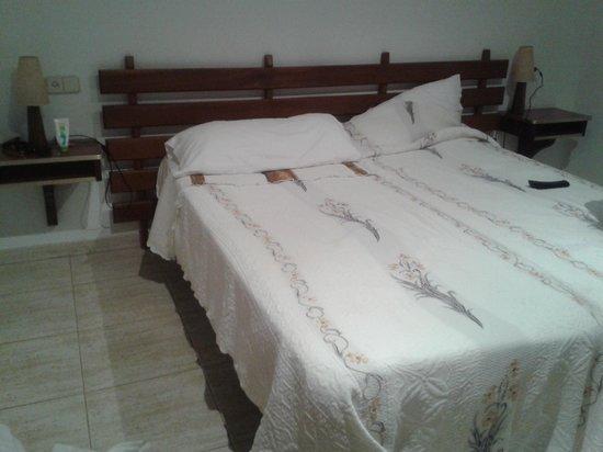 Hotel Sant March : camas de la habitacion doble