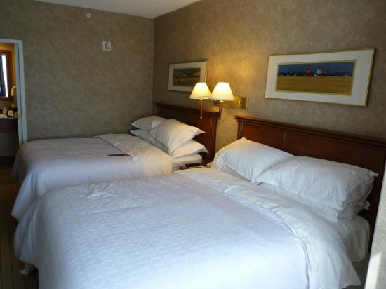 Sheraton Suites Calgary Eau Claire: Double Bedroom