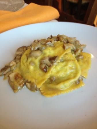 Ristorante La Scottiglia: tortelli ai porcini (1/2 porzione)