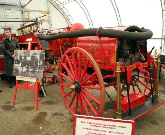 Firefighters Museum of Calgary: 1909 gasoline-powered horse-drawn fire engine