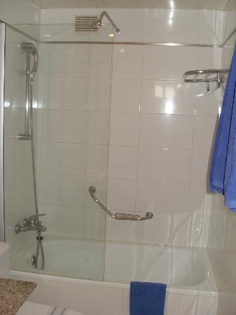 Cabau Cala Nova: bathroom
