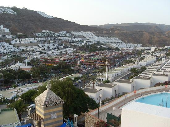 Cabau Cala Nova: view from room (shopping centre)