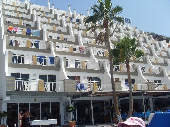 Cabau Cala Nova: Apartments from the pool