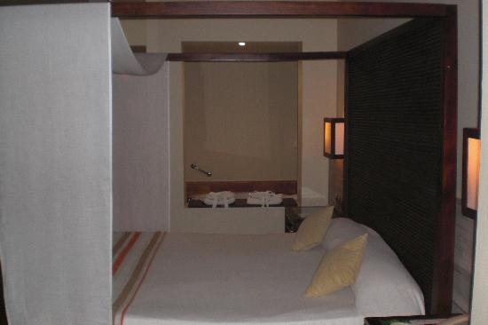 Catalonia Royal Bavaro: Bed en Bad
