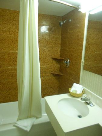 Super 8 Lake George/Downtown: salle de bain