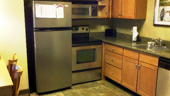 Residence Inn Worcester: Fully-equipped kitchen