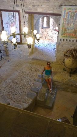 Castello di Roseto: interno