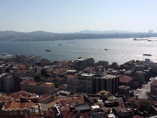 Richmond Istanbul: le Bosphore vue de notre chambre au Richmond Hotel, Istanbul