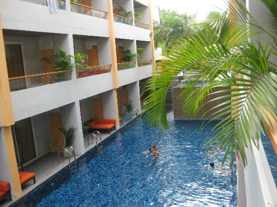 FuramaXclusive Sandara Hua Hin: Pool and rooms