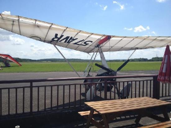 La Paillote Meusienne : Vue sur la piste d'aérodrome