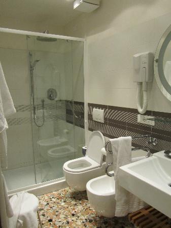 3C B&B: Modern bathroom