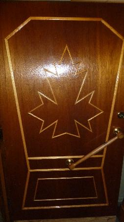 Maple Leaf Restaurant-Bar Czech Snitzel House: Cool door motif