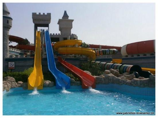 Serenity Fun City Resort: Rutschen