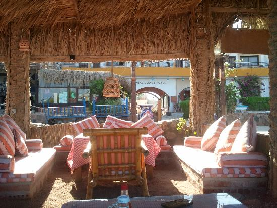 Coral Coast Hotel: restaurant of Coral Coast, on the beach