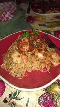 Green Gables Italian Cafe: Sooooo yummy--angel hair pasta with shrimp!!