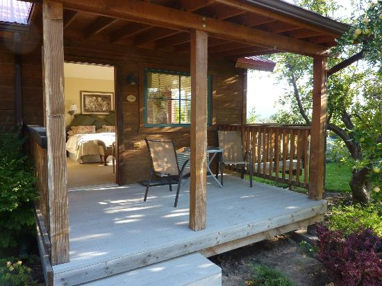 Canyons Bed and Breakfast: The Garden Room and rear deck