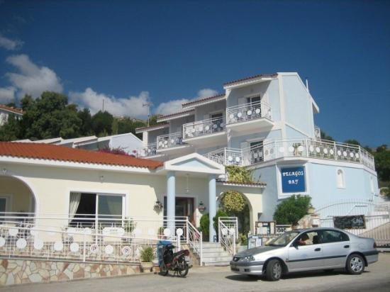 Pelagos Bay Hotel: Entrance to hotel