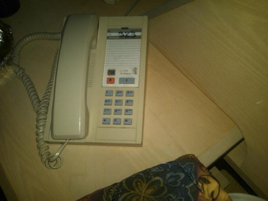 Hotel L'Express: In room phone with NO information?