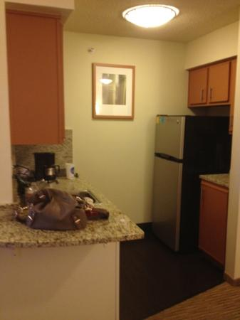 Hyatt House Dallas/Uptown: Kitchen- Rm # 433