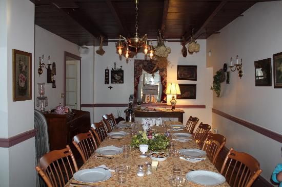 The Olde Stone Guesthouse: salle du petit déjeuner
