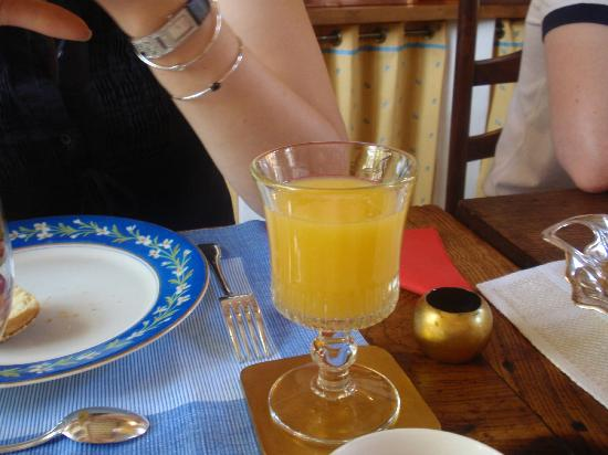 Auberge De Klasse : Freshly pressed orange juice