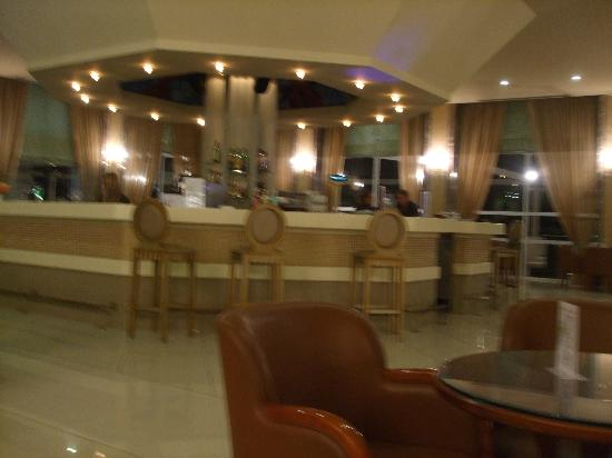 Kipriotis Village Resort: Inside lounge/bar area