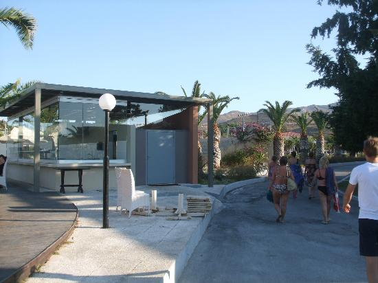Kipriotis Village Resort: bar/pool area
