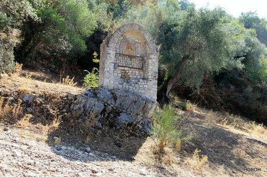 Torre Sant'Angelo Hotel : In walked around the grounds looking at the Olive trees and saw this shrine beyond a gate
