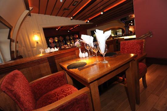 The Villager: Restaurant: Tables