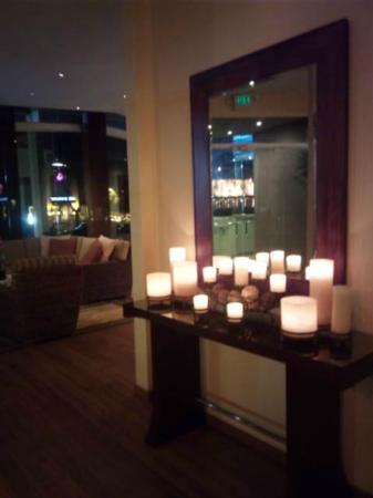 Elan Hotel Los Angeles: フロント&ロビーです